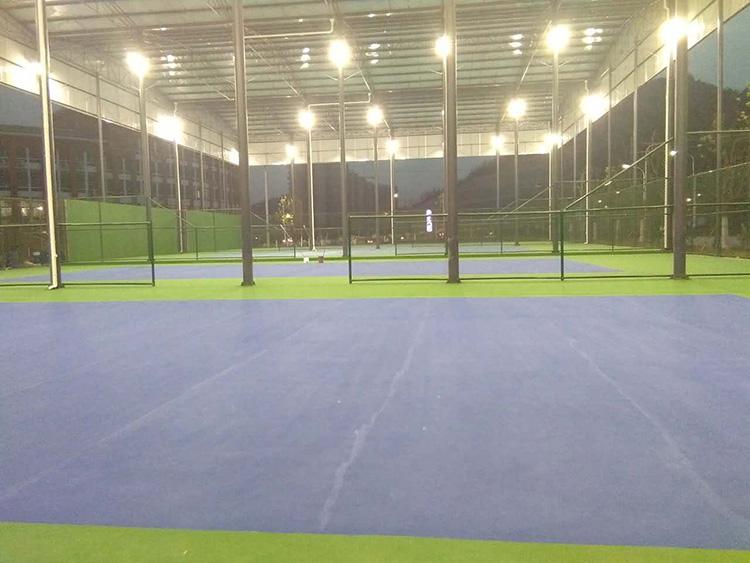 风雨网球场灯.jpg